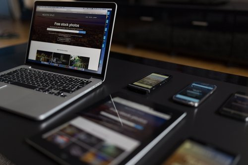 Webdesign auf Notebook, Tablet, Smartphone